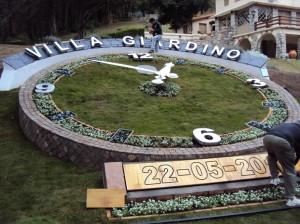 Se inauguró en Villa Giardino un reloj floral